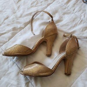 Chelsea crew  gold heels